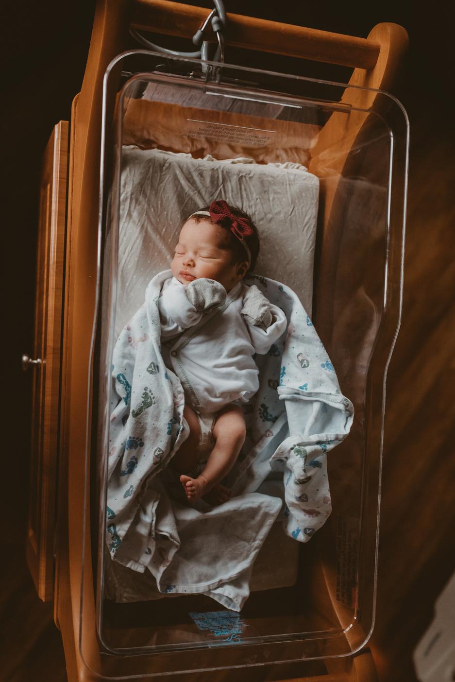 newborn photographer kayla kohn, olathe kansas newborn photographer, lawrence kansas photographer